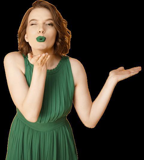 Femme en robe verte